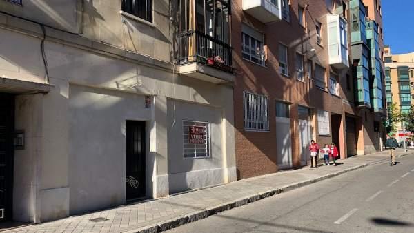 La subida del precio de los pisos empuja a los madrileños a comprar cada vez más locales para convertirlos en vivienda